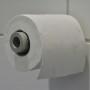 toilet paper roller met rol