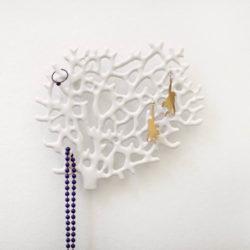 Bosign wand organizer voor sieraden koraal wit