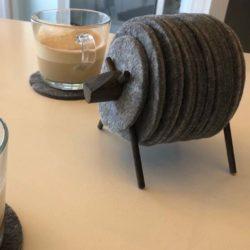 Sheepad zwart met grijze vilten onderzetters